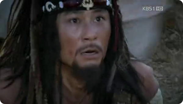 Agban surprised face expression as Damdeok saves him