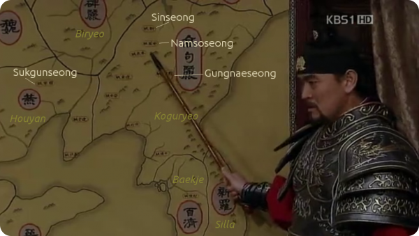 Hwang Hoe pointing key fortresses in a map