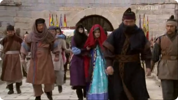 Hwang Hoe, Damju, Seol Ji, Yeo Seokgae and other walking away from a Houyan gate