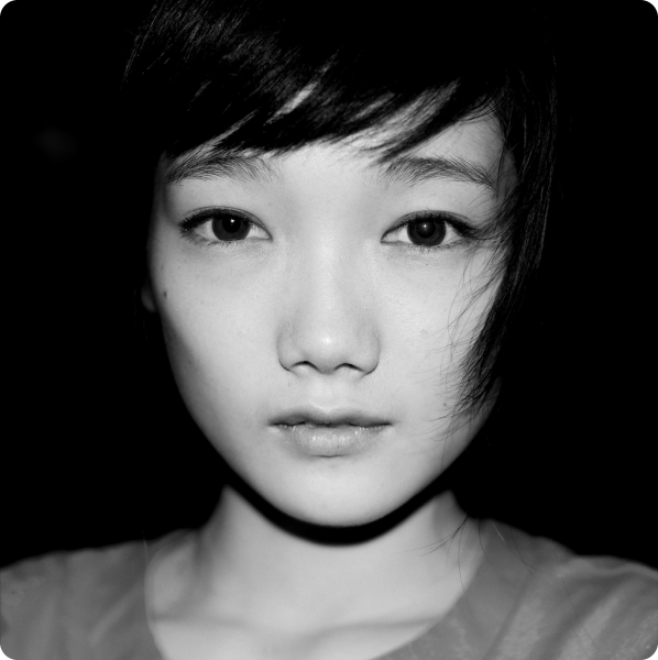 Photograph portrait of an Asian girl in black and white taken by Jonathan Kos-Read