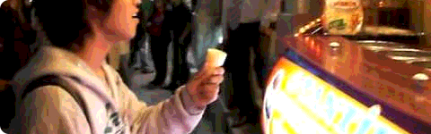 Funny video on Japanese guy trying to eat his ice cream in Turkey